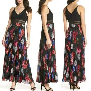 Xscspe Floral Pleated Gown
